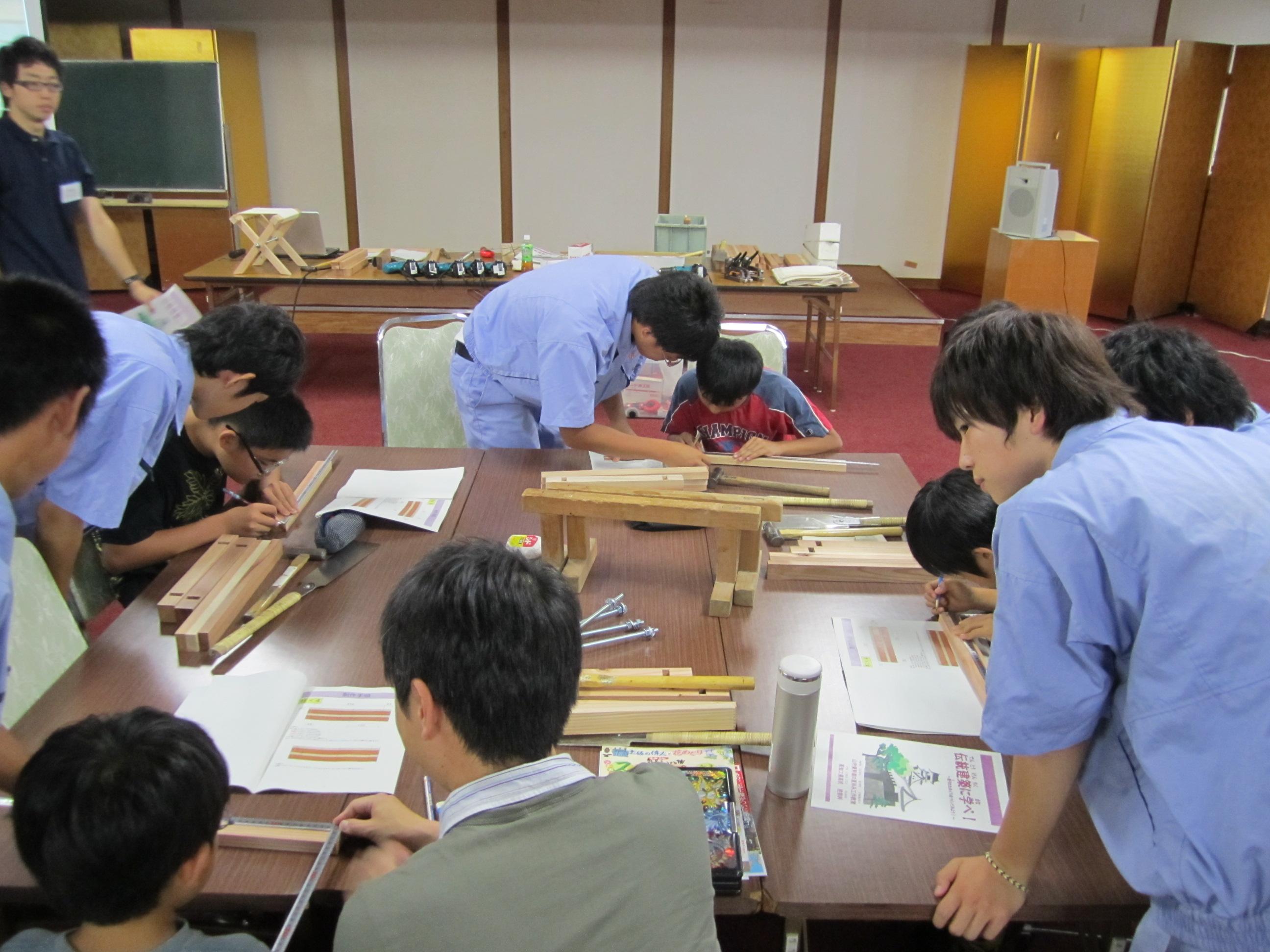 夏休み工作教室 伝統建築に学ぶ イスをつくってみよう!